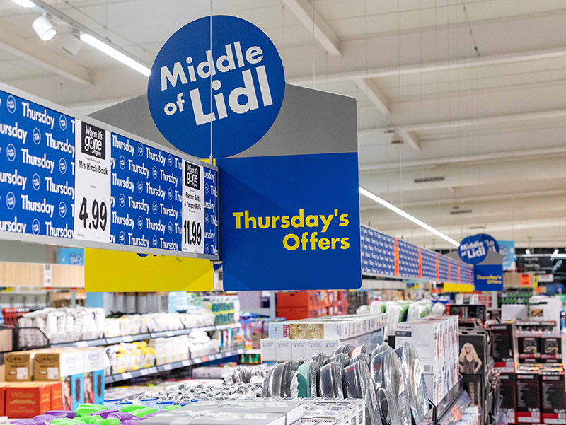 Middle Lidl signs